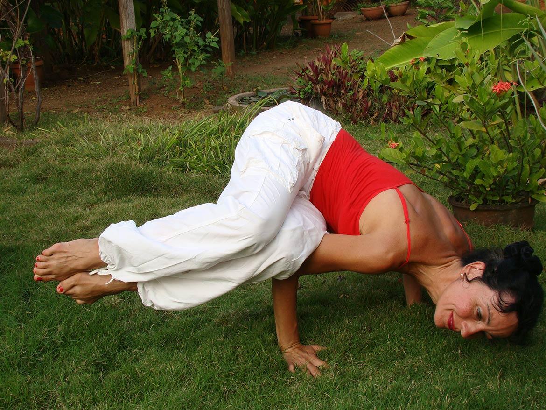 yoga ausbildung berlin urvasi leone triyoga yogalehrer yogaklasse